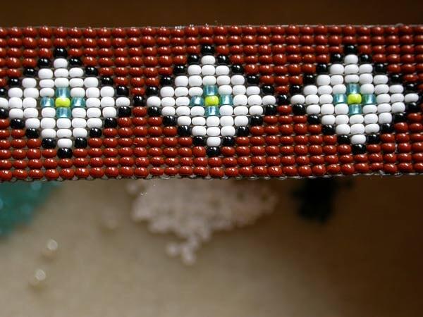 تعلم الخرز اعمال فنية باستخدام النول اعمال فنية بالخرز Learn beads loom2.jpg