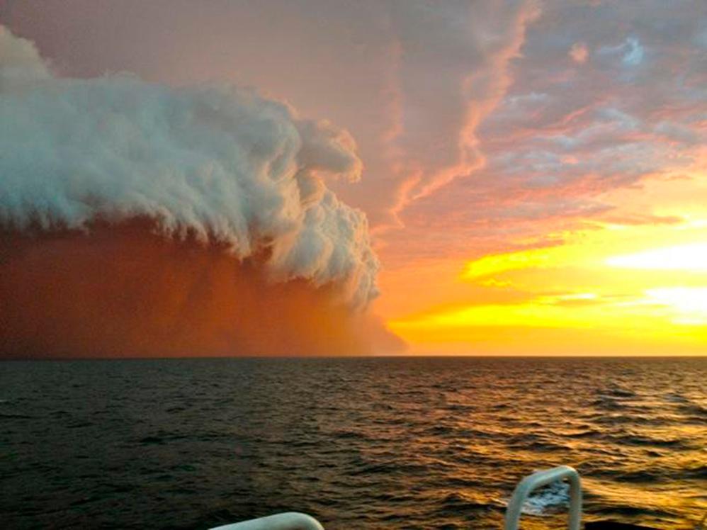 """""""tsunami de nubes"""" 12stoj-998"""