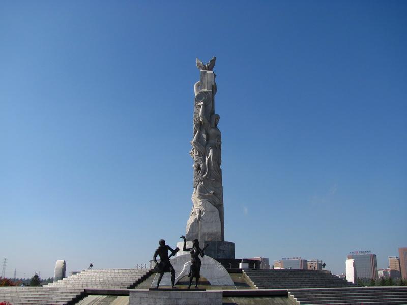 嫩屄尻着美小�_[享受生活][秋之痕.图说]十一,长春世界雕塑公园(1)