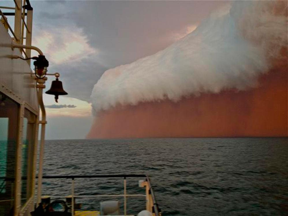 """""""tsunami de nubes"""" 12stoj2-998"""