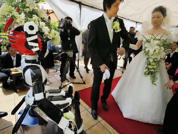 IMAGEM - Robô realiza casamento no Japão