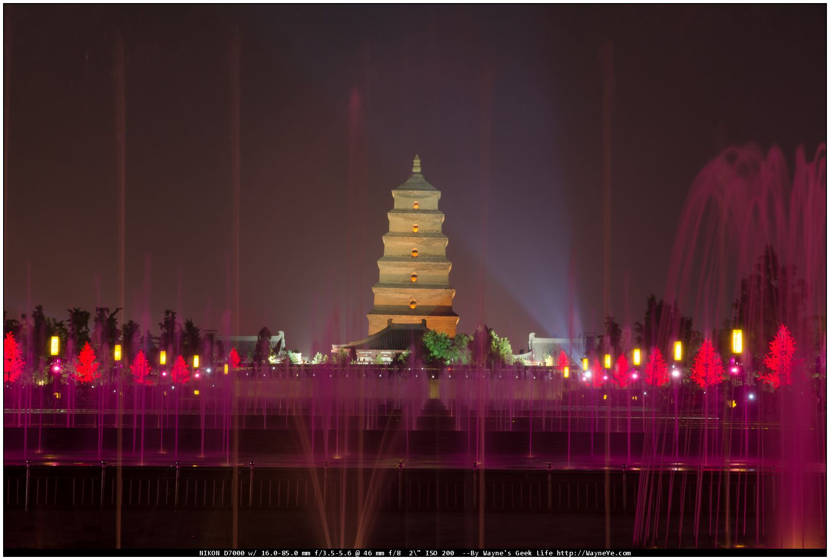 Music fountain in the northern square of Giant Wild Goose Pagoda