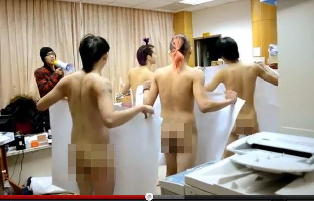 台湾大学学生裸体抗议facebook留言被删除