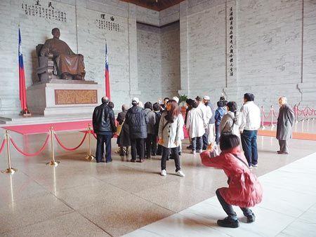 台湾旅游景点中正纪念堂最热 国父纪念馆第二 台北故宫第三