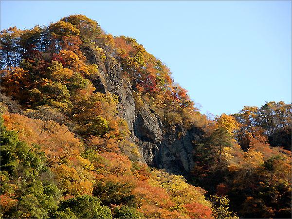 生瀬富士付近の崖
