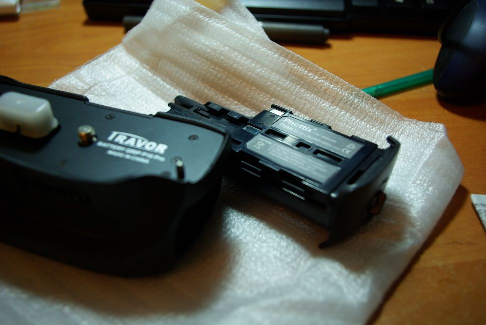 雖然幫助不大,還是介紹一下好了,Travor Battery grip