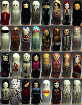 这组套娃的花纹也是最具有俄罗斯特色的