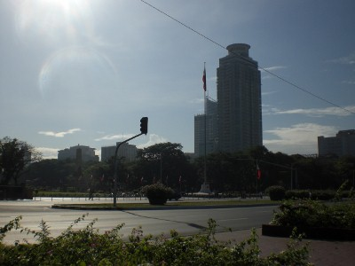 Runners running Roxas Blvd. typically start across Rizal Monument