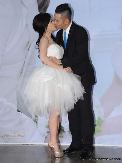 郭人豪(郭世伦)与老婆Nina日台北完婚,新郎新娘拥吻飙泪 多图