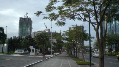 For most part of BGC the sidewalks are wide for pedestrians and runners alike