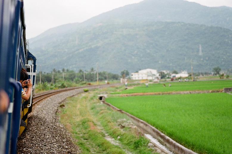 底片作品~列車與稻田季節,慢車漫遊花東線~第二天小叮噹專列