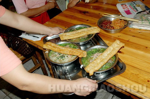 Rice noodles: the most popular breakfast in Nanning