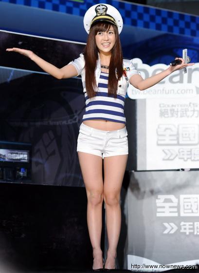 宅男女神大元 身穿水手服 超短热裤高跟修身美腿 组图