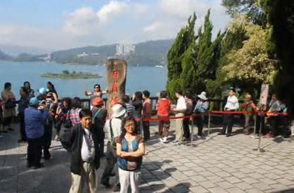 陆客游台湾赶时间,日月潭出现|吵架石|