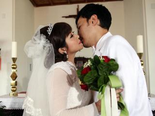 王彩桦出道25年献荧幕初吻 竟是张菲之子